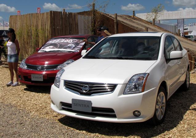 Nissan Tiida y Sentra en Expoargo 2011