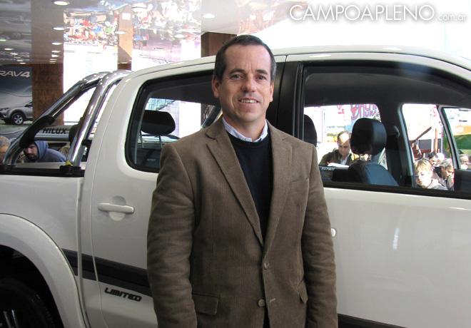 Campo a Pleno - Toyota - La Rural 2014 - Gustavo Salinas junto a la Nueva Hilux