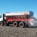 Yomel desarrollo una novedosa fertilizadora sobre camiones Iveco 1