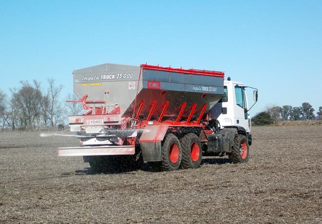 Yomel desarrollo una novedosa fertilizadora sobre camiones Iveco 2