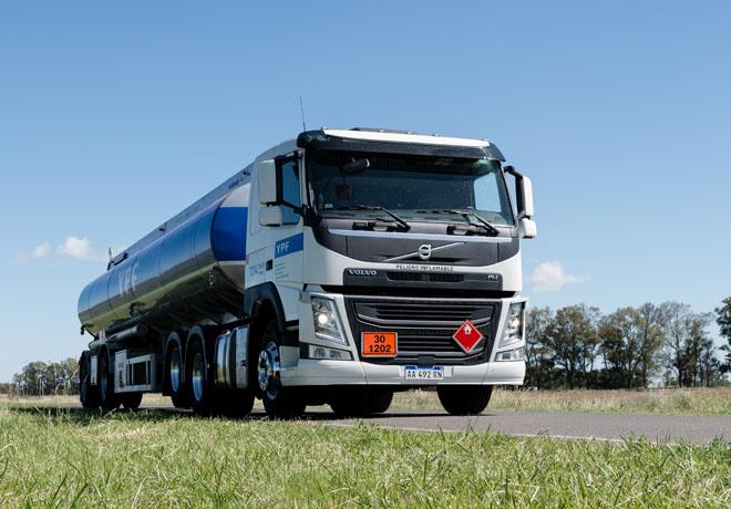 Volvo Trucks entregó 60 camiones al Grupo Guazzaroni Greco.