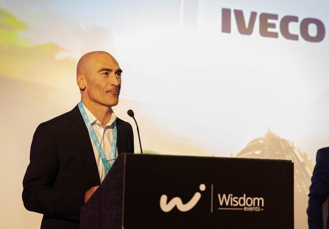"""Nuevo premio para IVECO en el """"Uso de GNL más proactivo en transporte"""" de la Small-Scale LNG Summit."""