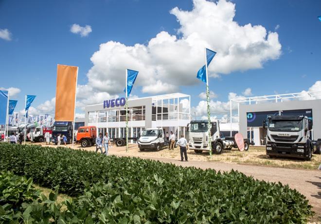 Expoagro 2019: IVECO conmemora los 50 años de fabricación e introduce la gama Natural Power, los primeros vehículos comerciales a GNC en el país.