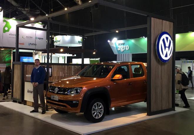 VW-Amarok-es-el-vehiculo-oficial-del-congreso-Aapresid