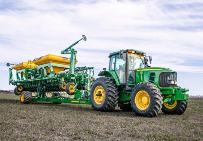 Tedeschi presentó una sembradora Air Drill con chasis autotrailer.